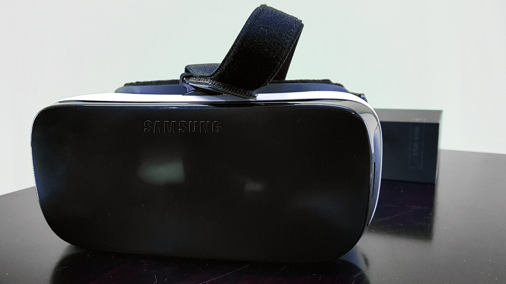 oculus-samsung-virtual-reality-headsets